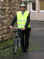 Thierry-Leblond-cycliste-costume-cravate