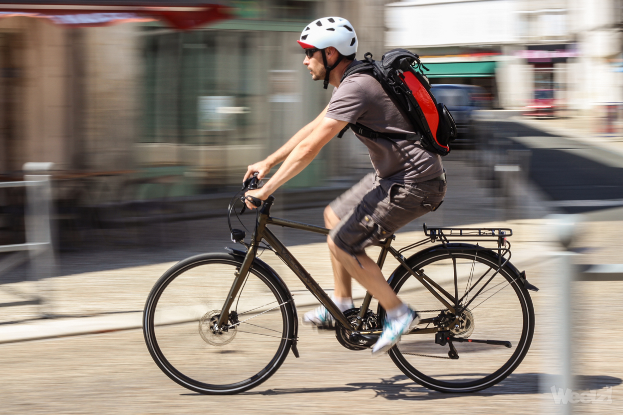 Test velo de ville l400 premium un commuter discret et for Velo elliptique piscine