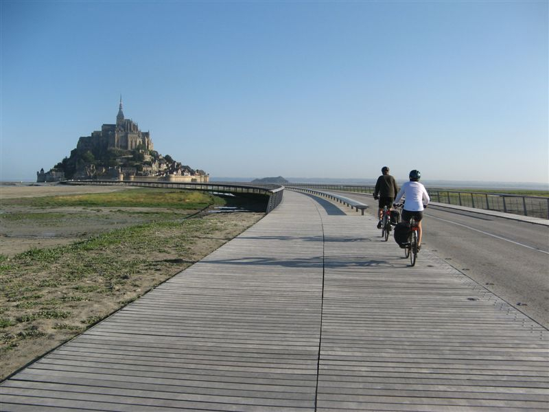 les cyclistes toujours interdits d 39 acc s au mont saint michel. Black Bedroom Furniture Sets. Home Design Ideas
