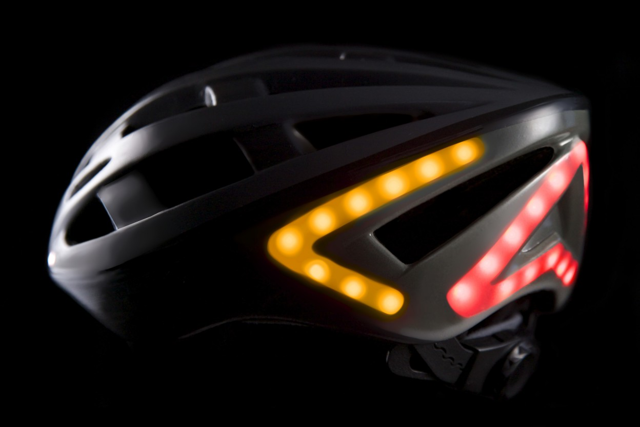 black-helmet-turn-signal-1